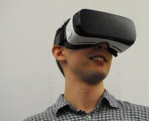 virtual-reality-1389032_1920